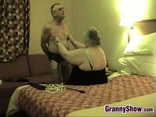 恶心的奶奶和她的丈夫开心