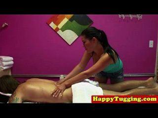 真正的亚洲女按摩师在淘气的hj会议