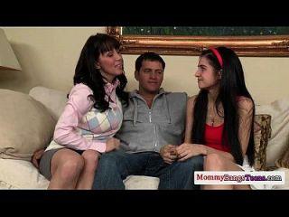成熟的sexteachers三人一起与小青少年