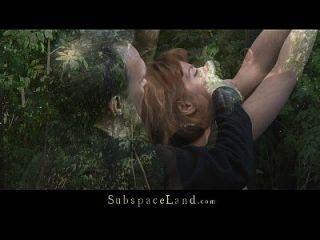 lora在树林里被束缚,被打屁股和他妈的