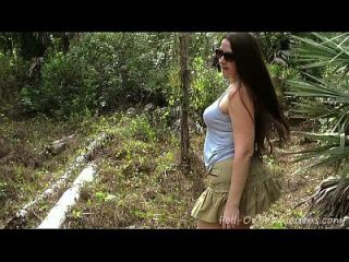 milf在树林里得到面部。 妈妈二十一岁生日快乐的马蒂森