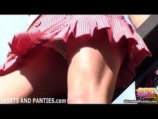 在现场出来,我可以闪你的内裤