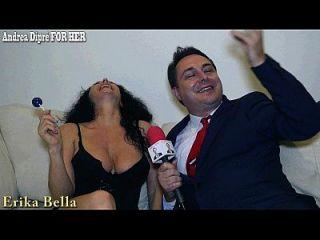 erika bella和她的胸部一起玩