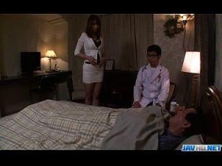 丰满的妈妈araki hitomi在她的血液中享受玩具