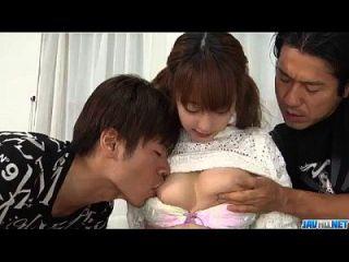 与青少年日本sana anzyu严肃的三人行为
