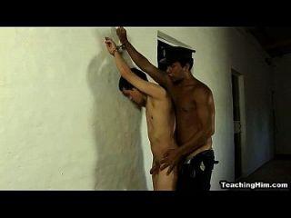 眨眼之间,一个警察,他妈的, 肛门