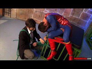 超人举行俘虏预览