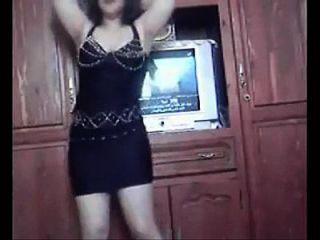 热的性感丰满的阿拉伯女孩跳舞