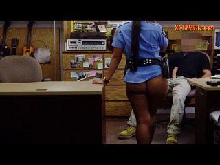大胸部的警察人员把她的tw them them them。。。。。。。
