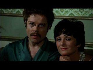 偷窥家族在双子座的标志(1975)性爱场面2