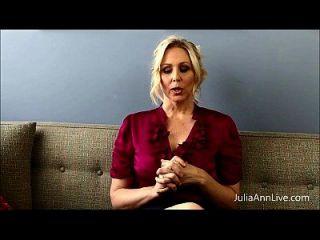 坏老师milf julia ann显示你如何获得额外的信用!