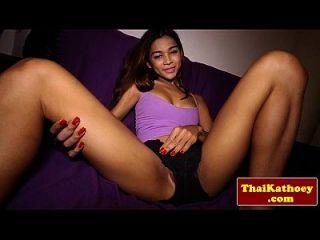 青少年泰国ladyboy模特儿她的热身