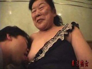 日本奶奶喜欢做爱
