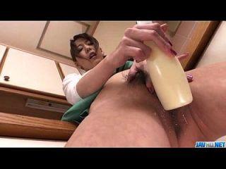 akari asagiri用巨大的玩具把她的血液灌注