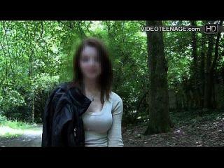 害羞的青少年做她的第一个色情内容