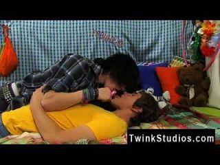 照片性别同性恋全身巴基斯坦josh bensan是一个老兄的食客。