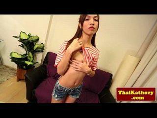 泰国瘦女士与大括号的冲动