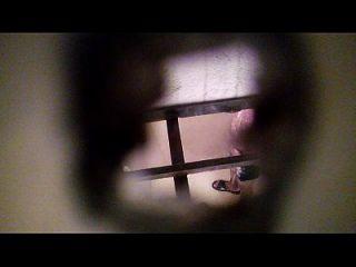 espiando a mi vecino en elbaño