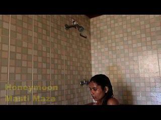 印度德里bhabhi热性视频在淋浴大胸部
