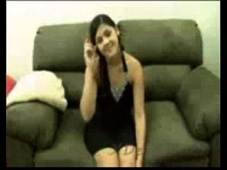 业余可爱的阿拉伯青少年从阿联酋第一次处女堕落的性别00 xdesi.mobi
