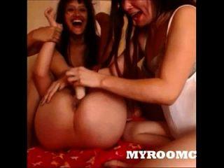 3个亚洲女孩玩假阳具myroomcam.com的凸轮