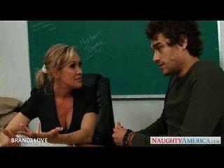 白兰地的学生被她的学生所困扰