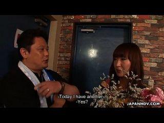 亚洲荡妇得到一个bukkake会议为她的生日