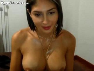 这个女孩的名字是什么?