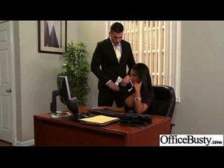 贱人办公室女孩与大juggs享受性爱电影19