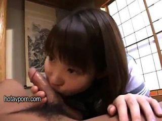 漂亮的日本女大学生喜欢爸爸