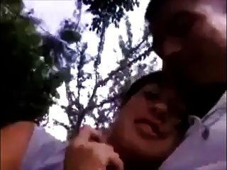 女朋友給口交和燕子在公園
