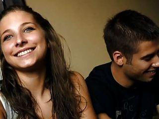 18歲的克里斯蒂娜和摩爾多瓦年輕夫婦他媽的錢