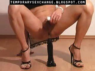 男性身體和腳在臨時性交換中的女性化