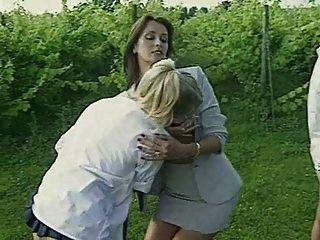 女同性戀教師懲罰吸煙女生
