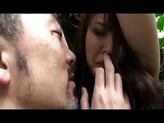 大山雀日本女孩抓住使用(未經審查)