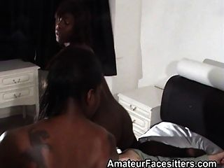 2個黑人女孩面臨爺爺