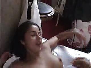 法國業餘黑髮得到她的第一個肛門... f70