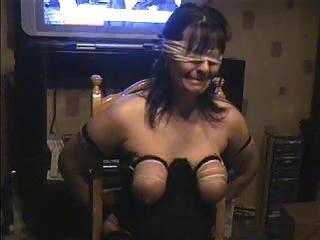 鞭打我的妓女妻子