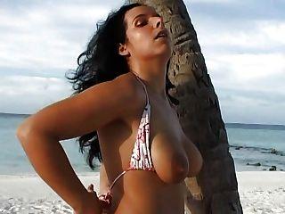 完美的拉丁裔德國女孩妻子好圓的胸部大陰唇嘴唇