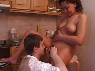 一個俄國男孩他媽的他的母親