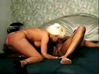 成熟的熱金髮妻子得到性交bbc