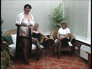 葡萄酒剝離從三個成熟村莊夫人