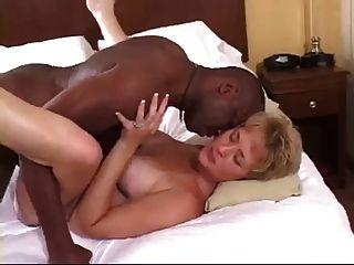 skanky白色妻子採取bbc奶油餡餅