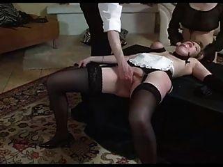 夫人和女僕綁和拳頭