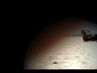 裸體妻子拉娜戲弄裸體海灘!