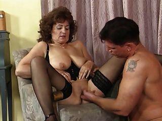 奶奶在絲襪和巴斯克他媽的
