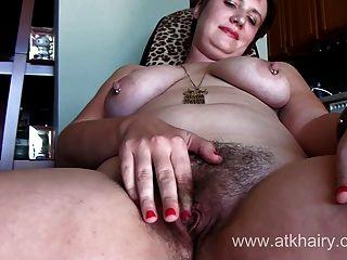 來自atkhairy的胖的lucy lamoore顯示你她粉紅色的陰蒂