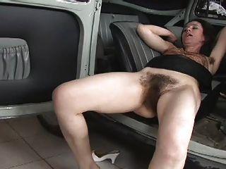 真的毛茸茸的女人他媽的在車上