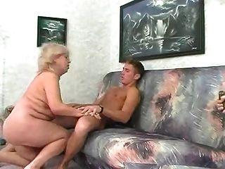 bbw金發碧眼的奶奶他媽的與年輕人