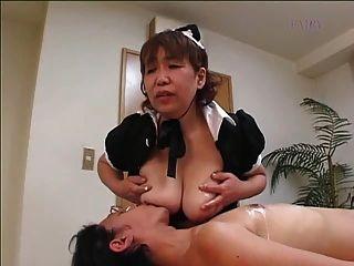 日本毛茸茸的奶奶女傭!